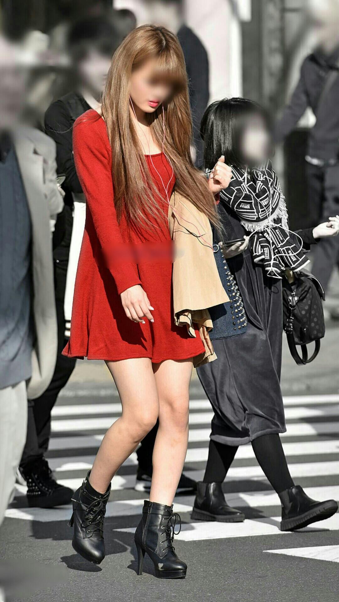 【美脚エロ画像】街へ行けば漏れなく遭遇w見てて飽きない現代女性の美脚www 02
