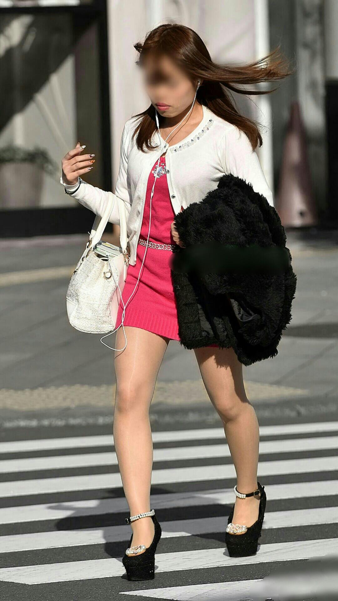 【美脚エロ画像】街へ行けば漏れなく遭遇w見てて飽きない現代女性の美脚www 05