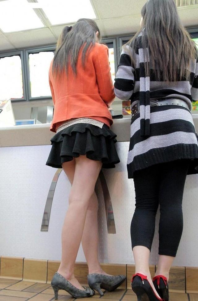 【美脚エロ画像】街へ行けば漏れなく遭遇w見てて飽きない現代女性の美脚www 08
