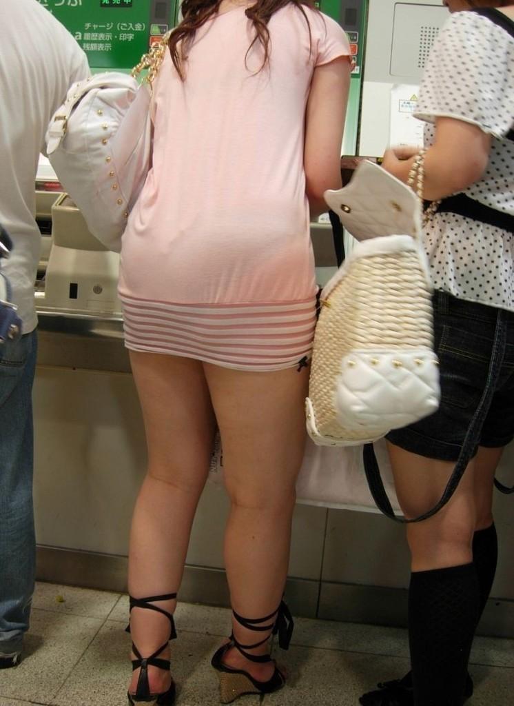【美脚エロ画像】街へ行けば漏れなく遭遇w見てて飽きない現代女性の美脚www 11