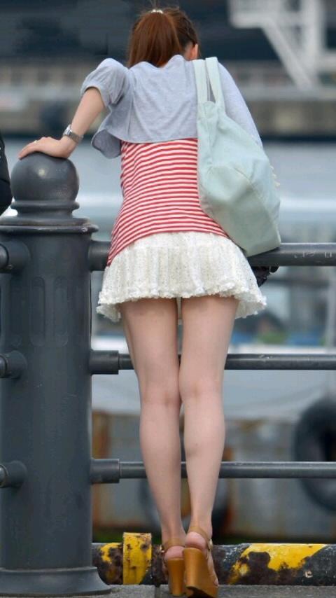 【美脚エロ画像】街へ行けば漏れなく遭遇w見てて飽きない現代女性の美脚www 14