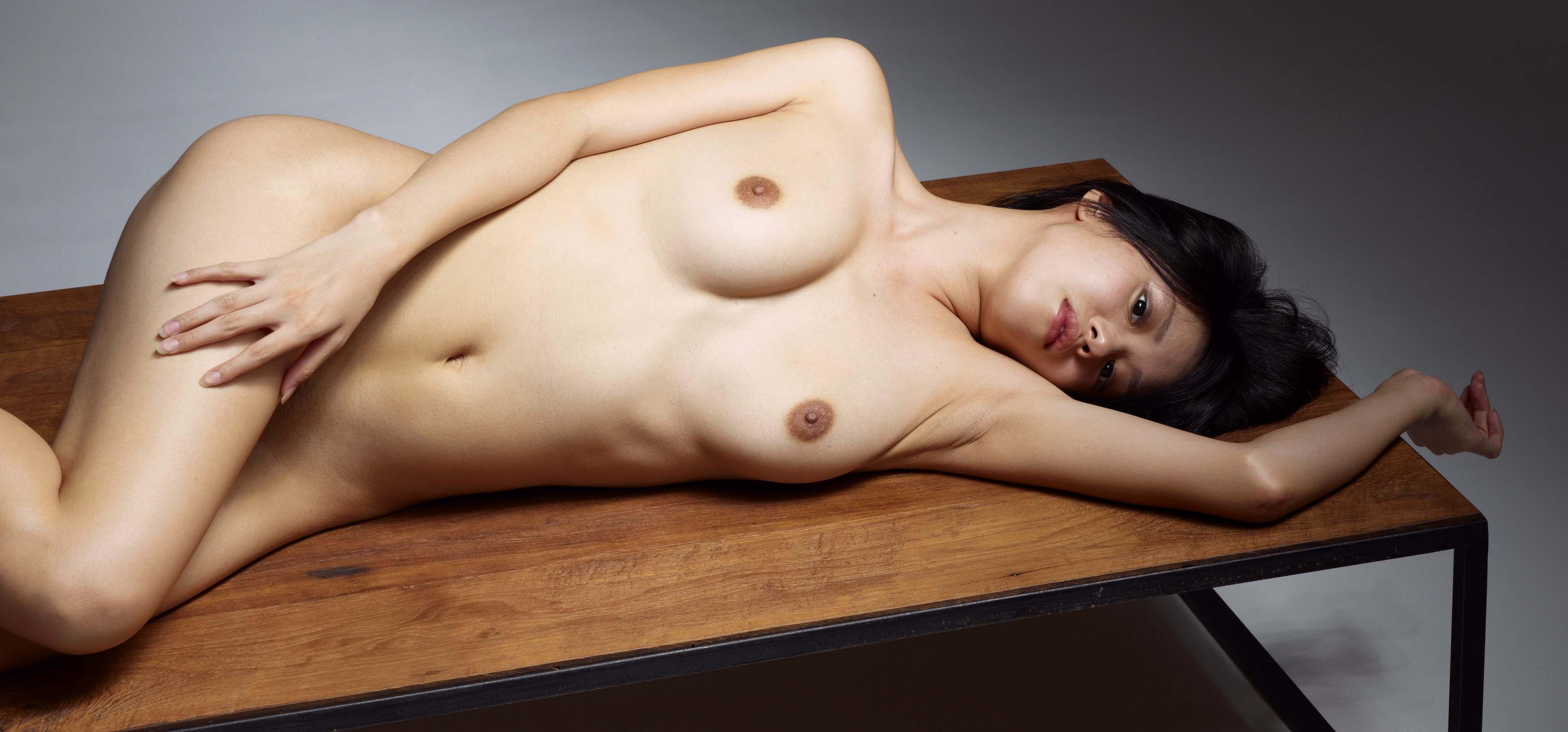 【女体エロ画像】細くても丸くても…綺麗なヘソも見逃せない美裸体www 14