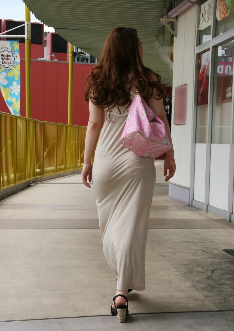 【着尻エロ画像】むしろ着ている事で形大きさが際立ったと言える街の着尻観察www 02