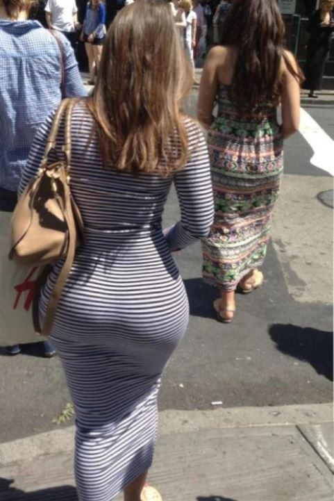 【着尻エロ画像】むしろ着ている事で形大きさが際立ったと言える街の着尻観察www 03