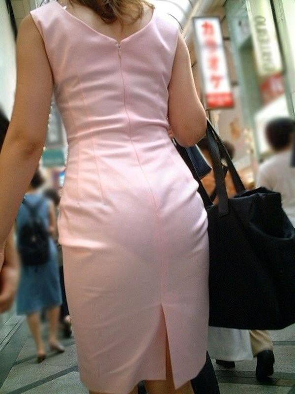 【着尻エロ画像】むしろ着ている事で形大きさが際立ったと言える街の着尻観察www 06