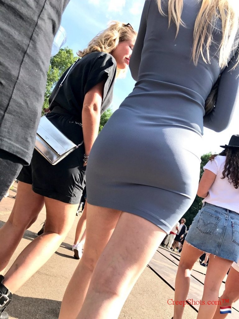 【着尻エロ画像】むしろ着ている事で形大きさが際立ったと言える街の着尻観察www 08