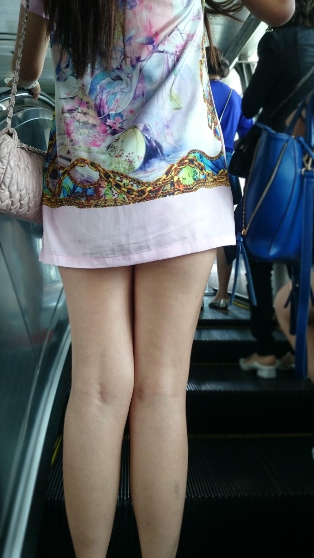 【美脚エロ画像】素晴らしい美脚持ちだらけ!隣の大国の街角生美脚撮りwww 12