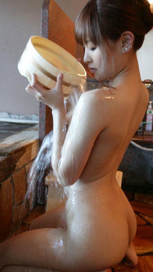 【美尻エロ画像】イヤらしいほどにビッショリ湿気を帯びた女の生尻www 05