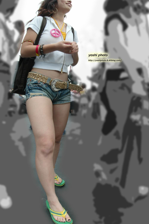 【美脚エロ画像】活き活きとした太ももとピッタリ着尻が見どころなショーパン女子撮り! 03