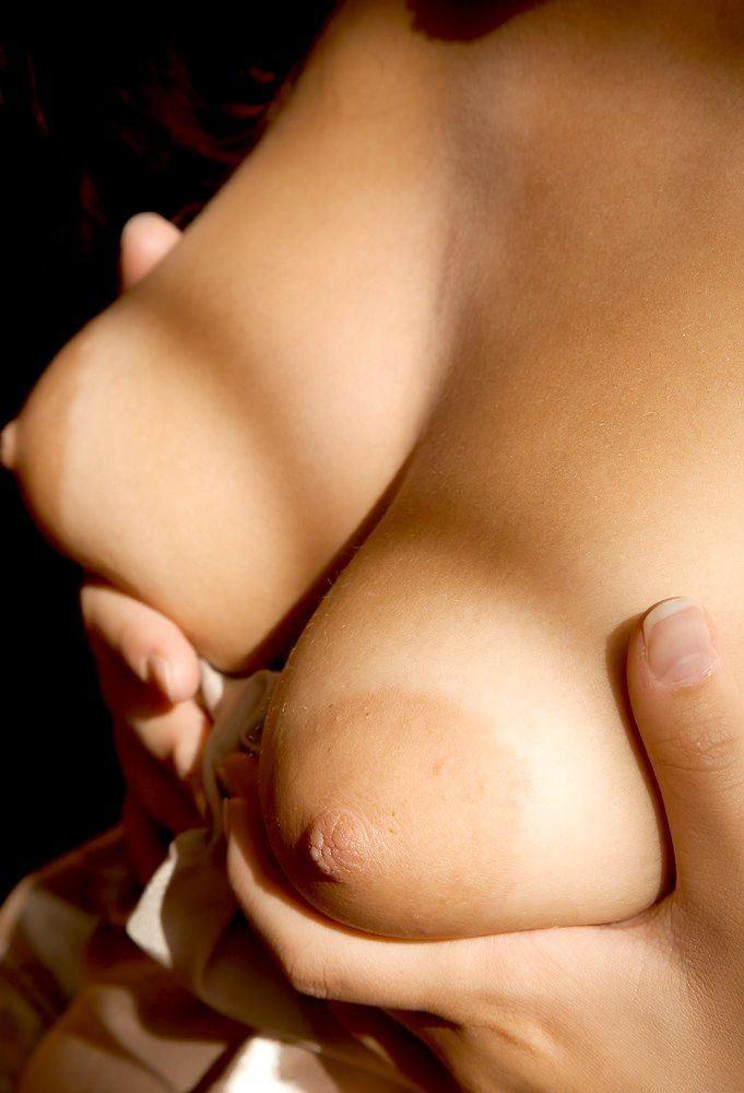 【乳輪エロ画像】しゃぶる前の激辛食いは禁止!全部敏感なデカ乳輪www 04