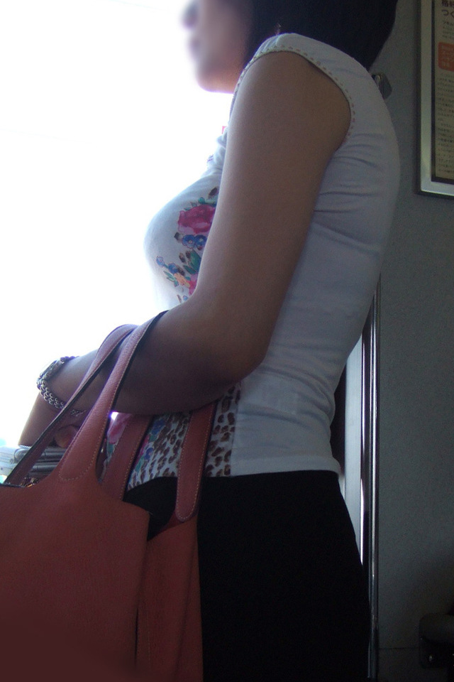 【着胸エロ画像】脱がなくても攻撃的な胸部w防御は最小限な着衣おっぱいさんwww 11