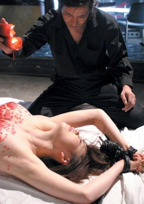 【SMエロ画像】目も覚める絶妙な熱さ!蝋でネチネチ責められるM女の皆さんwww 08