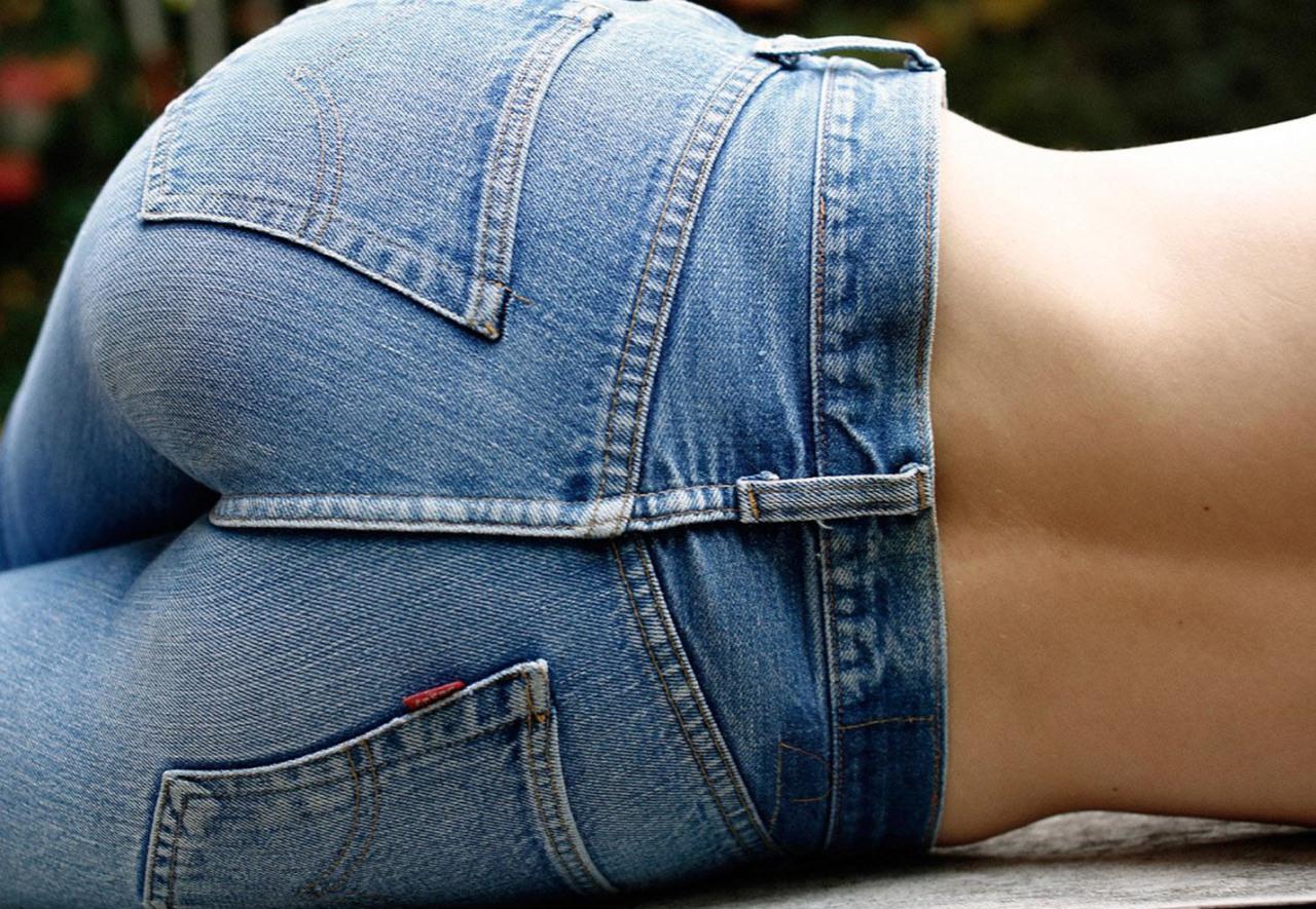 【着尻エロ画像】脱ぎにくそう…ジーンズ履いてラインが明確な着衣尻www 09