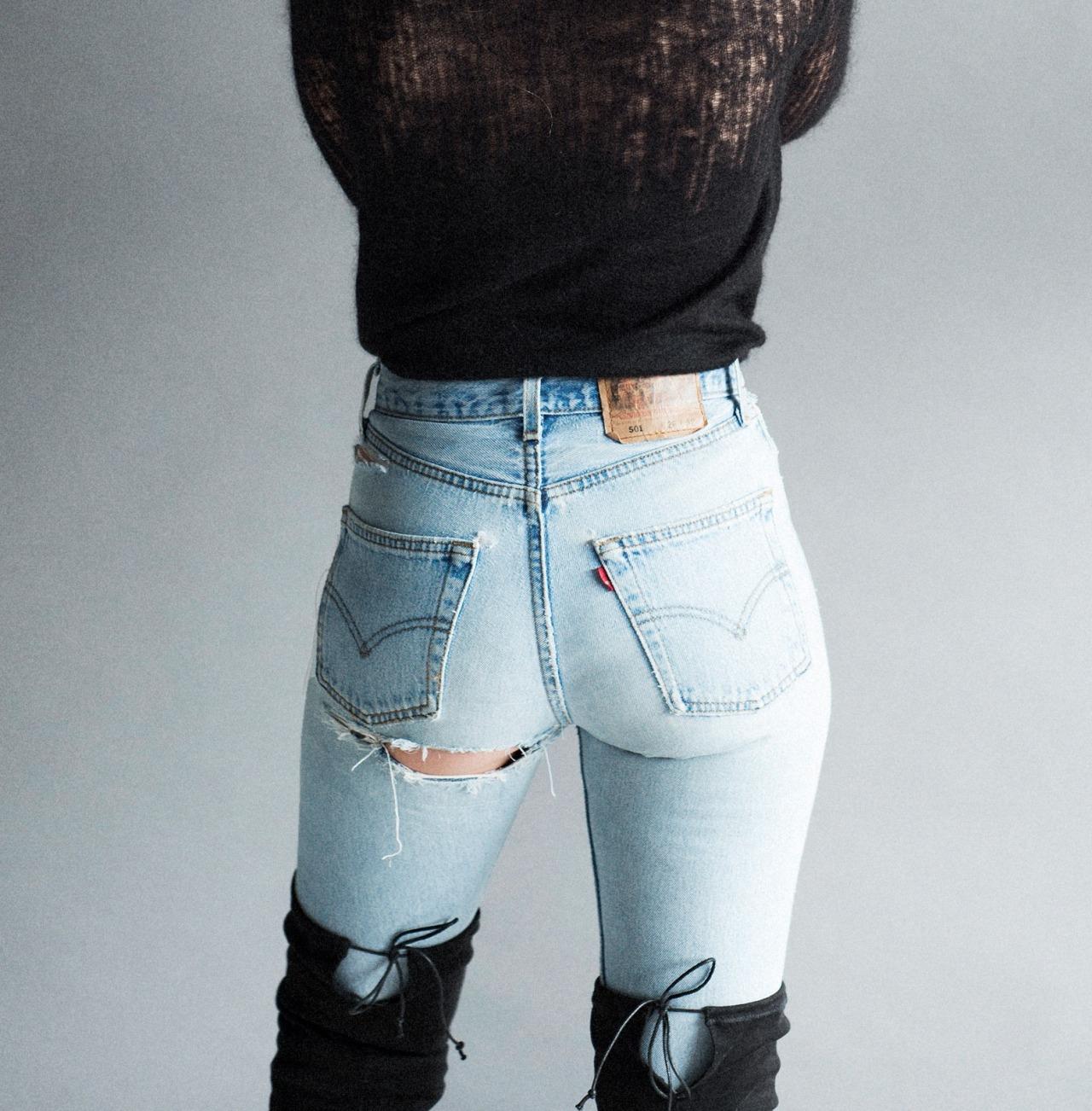 【着尻エロ画像】脱ぎにくそう…ジーンズ履いてラインが明確な着衣尻www 10