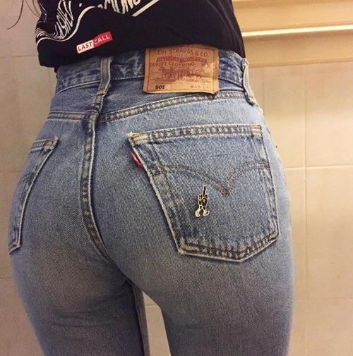 【着尻エロ画像】脱ぎにくそう…ジーンズ履いてラインが明確な着衣尻www 11