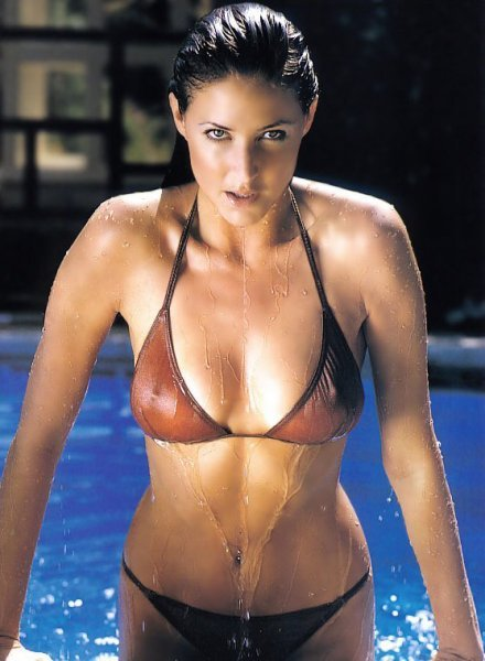 【水着エロ画像】ビキニを着てもチクポチ自重しない海外美女たちwww 10