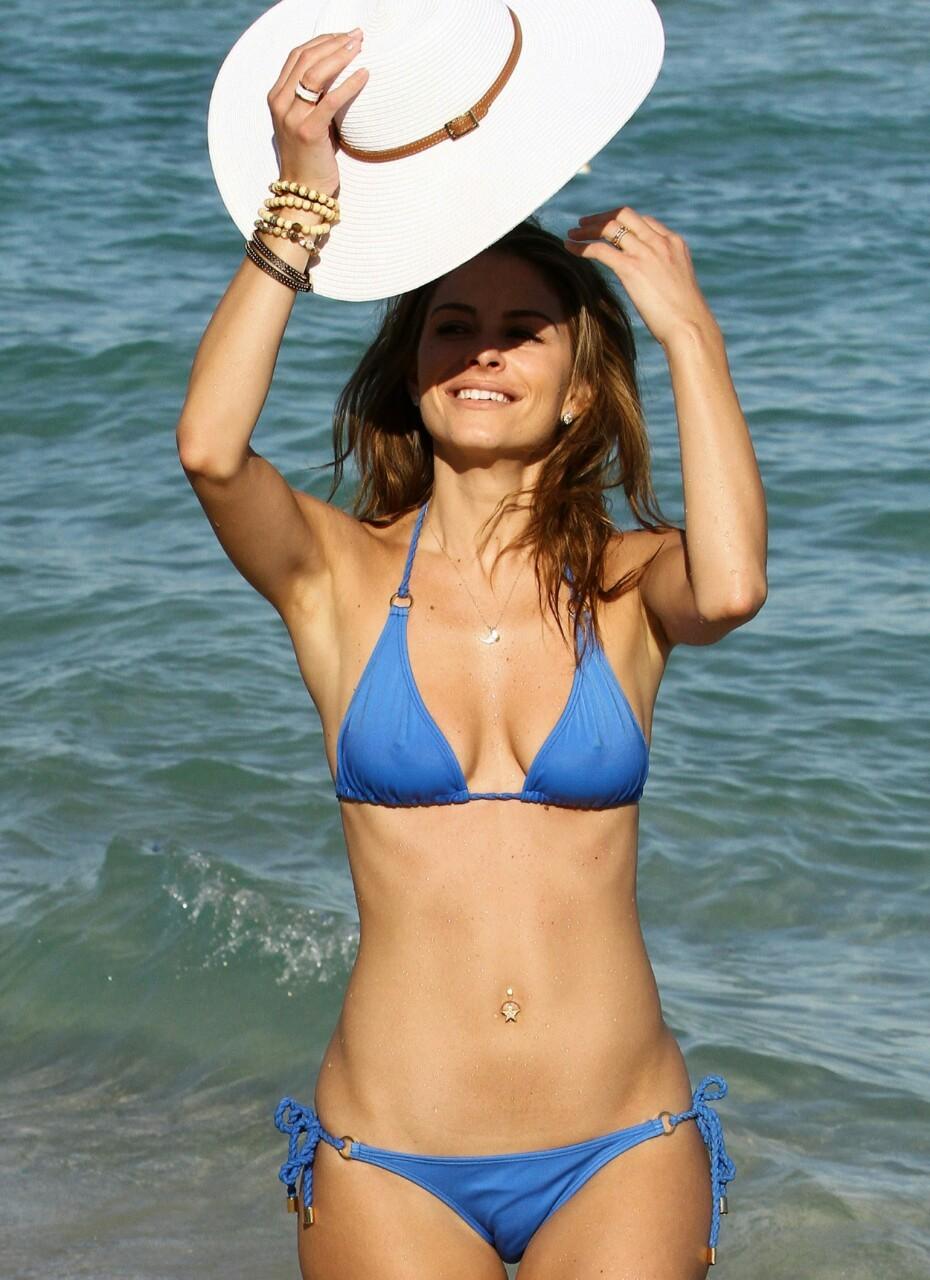 【水着エロ画像】ビキニを着てもチクポチ自重しない海外美女たちwww 12