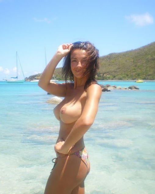 【海外エロ画像】どんな乳でも見せびらかし!躊躇いなどないトップレス外人www 11