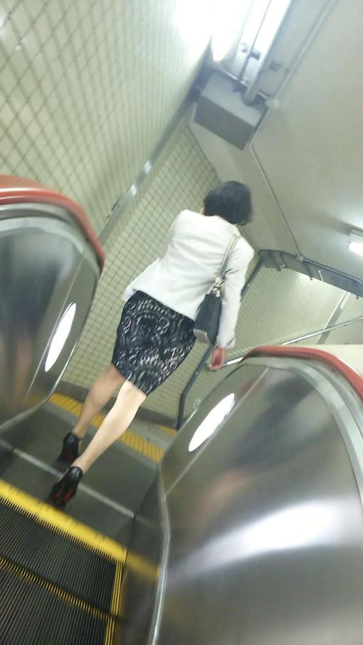 【熟女画像】タイトスカートのきれいな脚美女をみると追いかけちゃうヤツ☆☆☆☆☆☆☆☆☆
