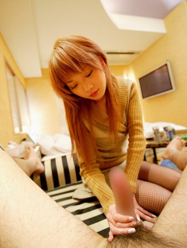 【手コキエロ画像】優しくされる方がすぐ出ちゃいそう…女のハンドジョブwww 10