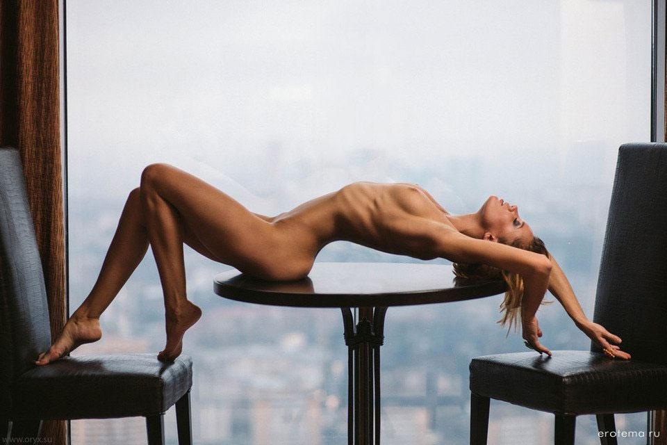 【裸体エロ画像】簡単には折れませんw肋骨浮きも魅力なスレンダー美女たちwww 10