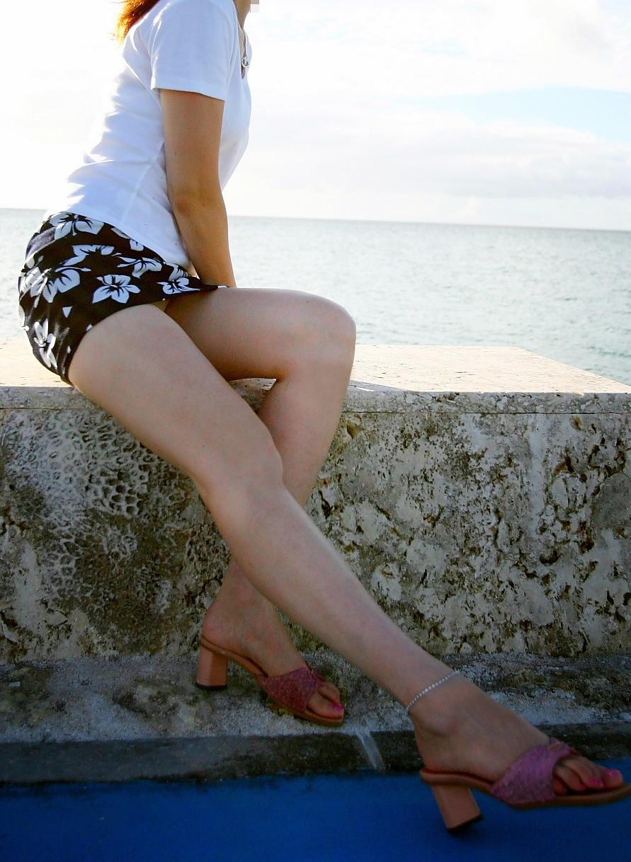 【ミニスカエロ画像】放っておいても尻チラにパンチラ!注目必至な超ミニ履いた下半身www 12