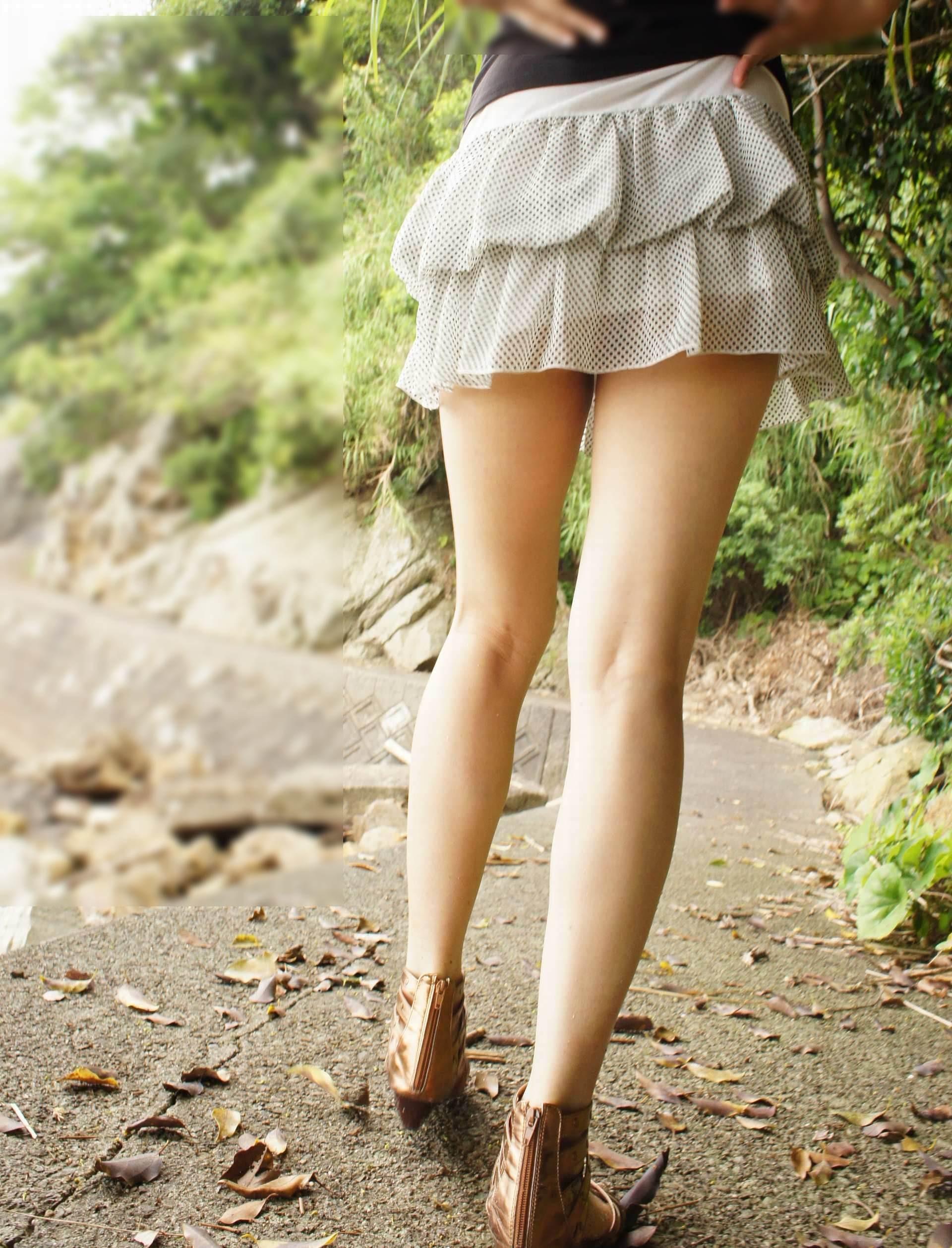 【ミニスカエロ画像】放っておいても尻チラにパンチラ!注目必至な超ミニ履いた下半身www 15