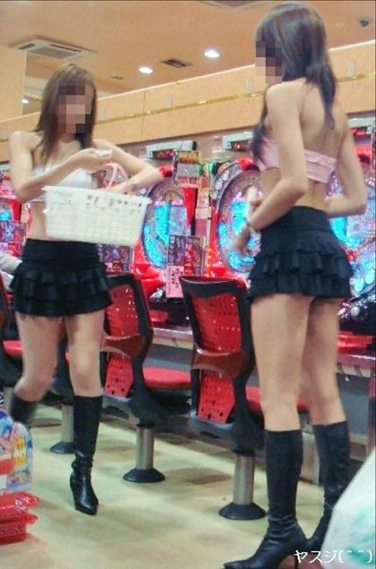 画像☆パチンコ屋の女店員ってこんなに露出の激しいエロい服装してんの?