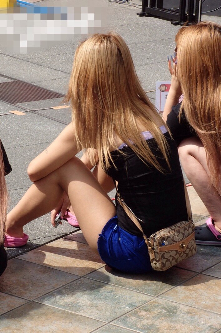 【美脚エロ画像】タイツ類は不要w生太ももが最高な夏のショーパン美脚www 03