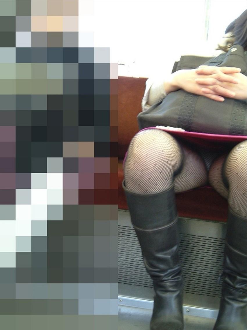 【パンチラエロ画像】居眠り中なら見えっ放し!電車乗客の対面チラ観察www 07