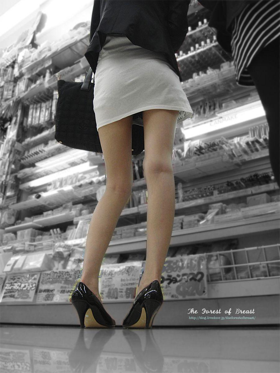 【ミニスカエロ画像】見えないと時にストレスwミニスカさんのニクいチラリズムwww 04