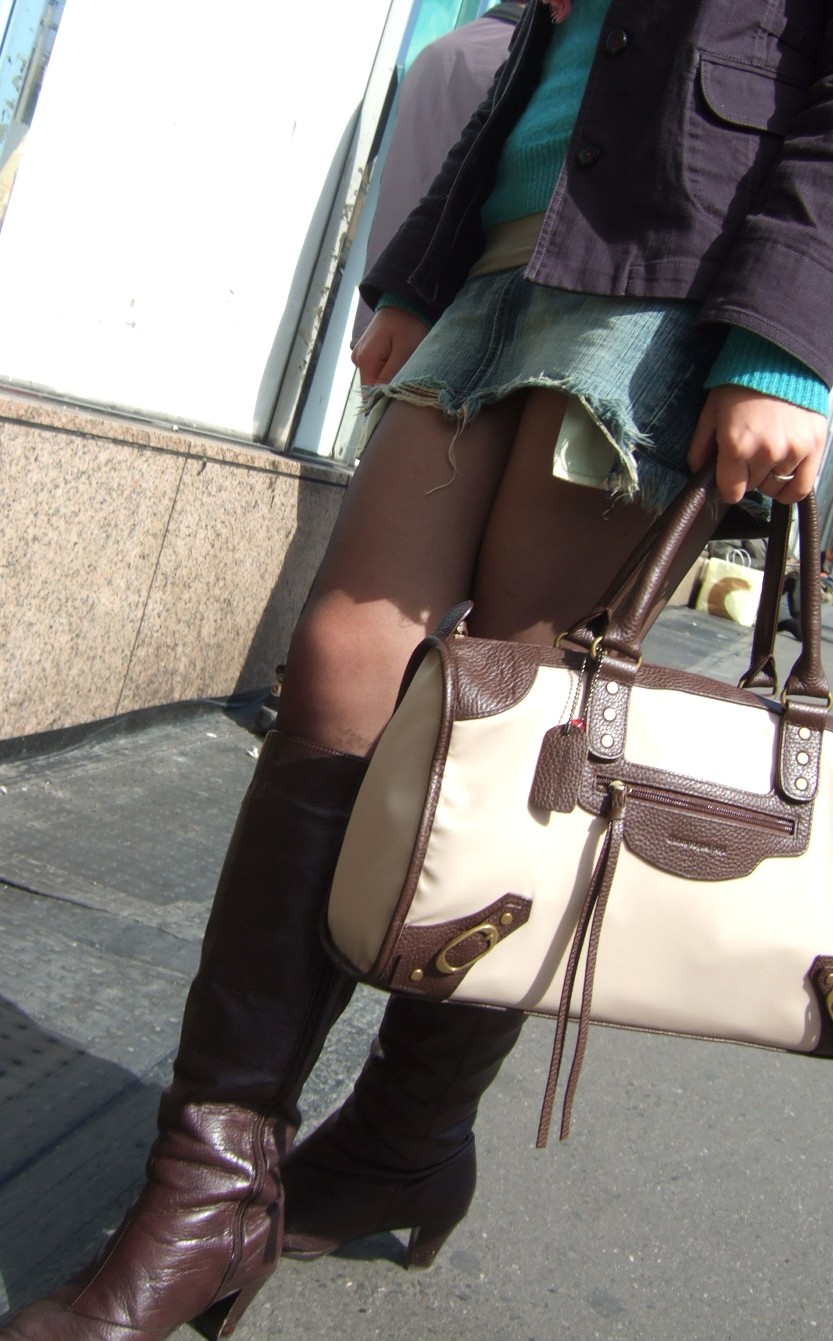 【美脚エロ画像】今なら生多数w街に出れば幾らでも遭遇できる美脚の持ち主たちwww 15