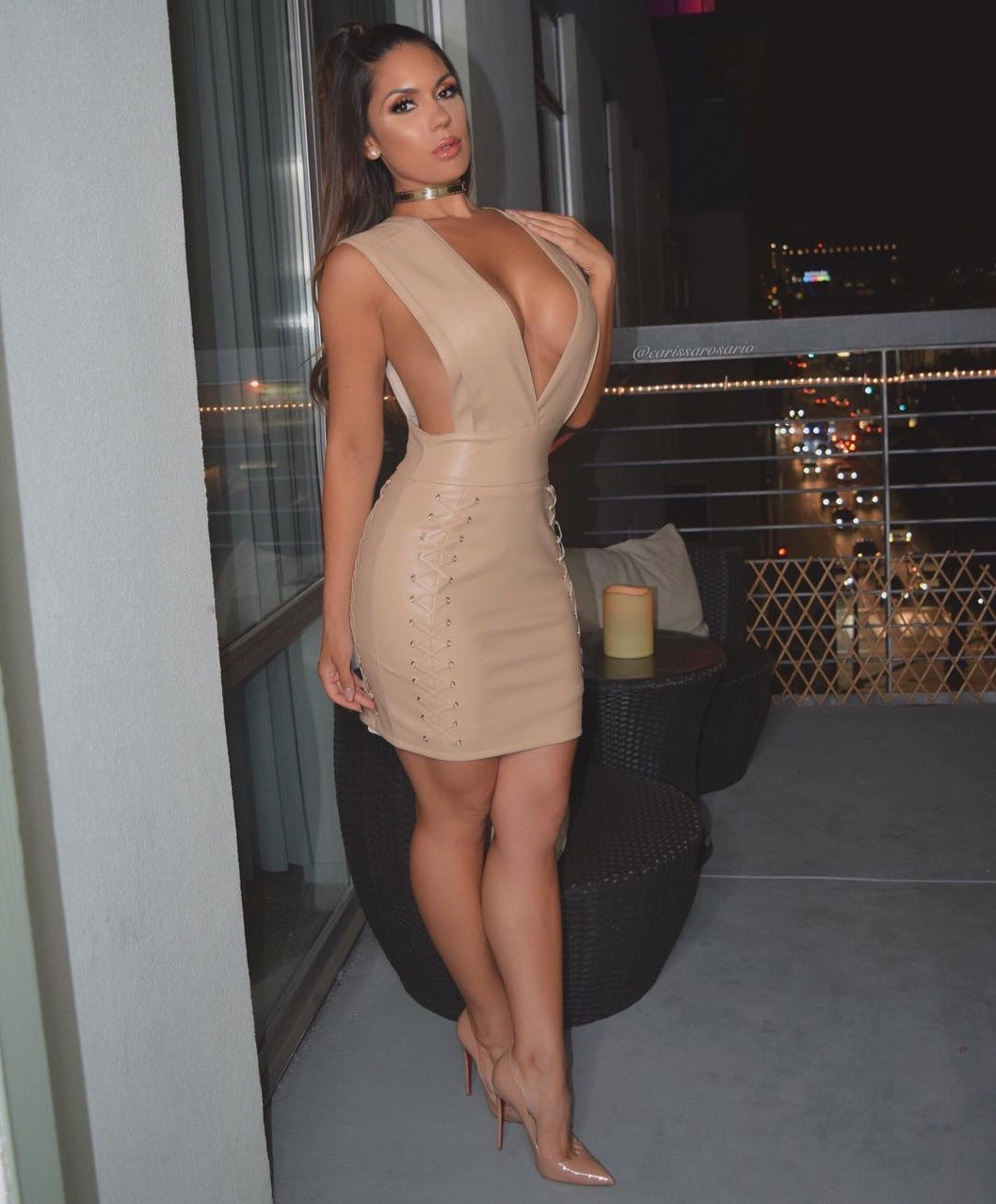 【海外エロ画像】1枚脱げば即ヤれる状態w基本ノーブラなドレス姿の海外セレブwww 10