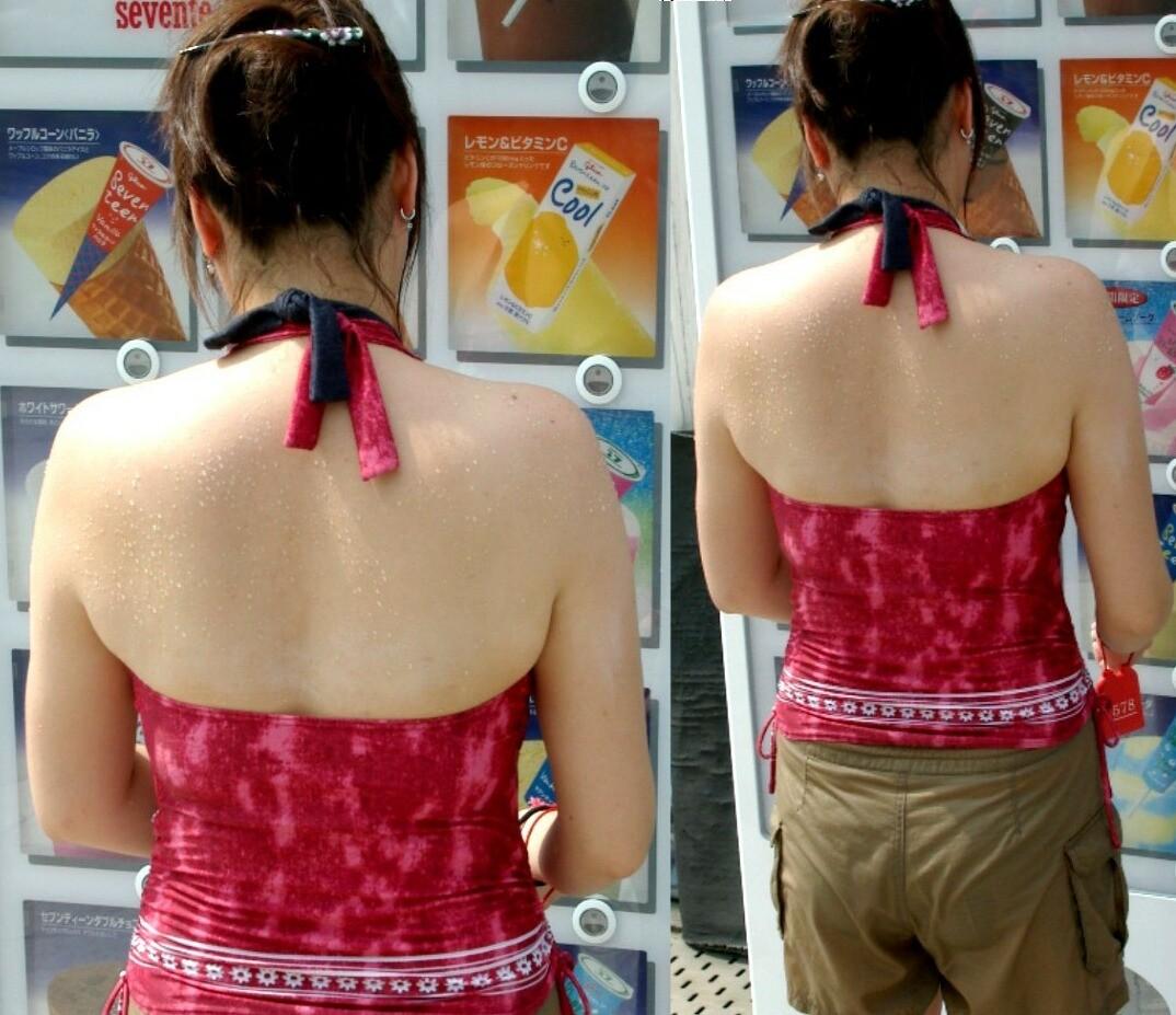 【背中エロ画像】涼しそう?いや汗ばみ凄い背中を大胆に見せる街角ギャル達www 05