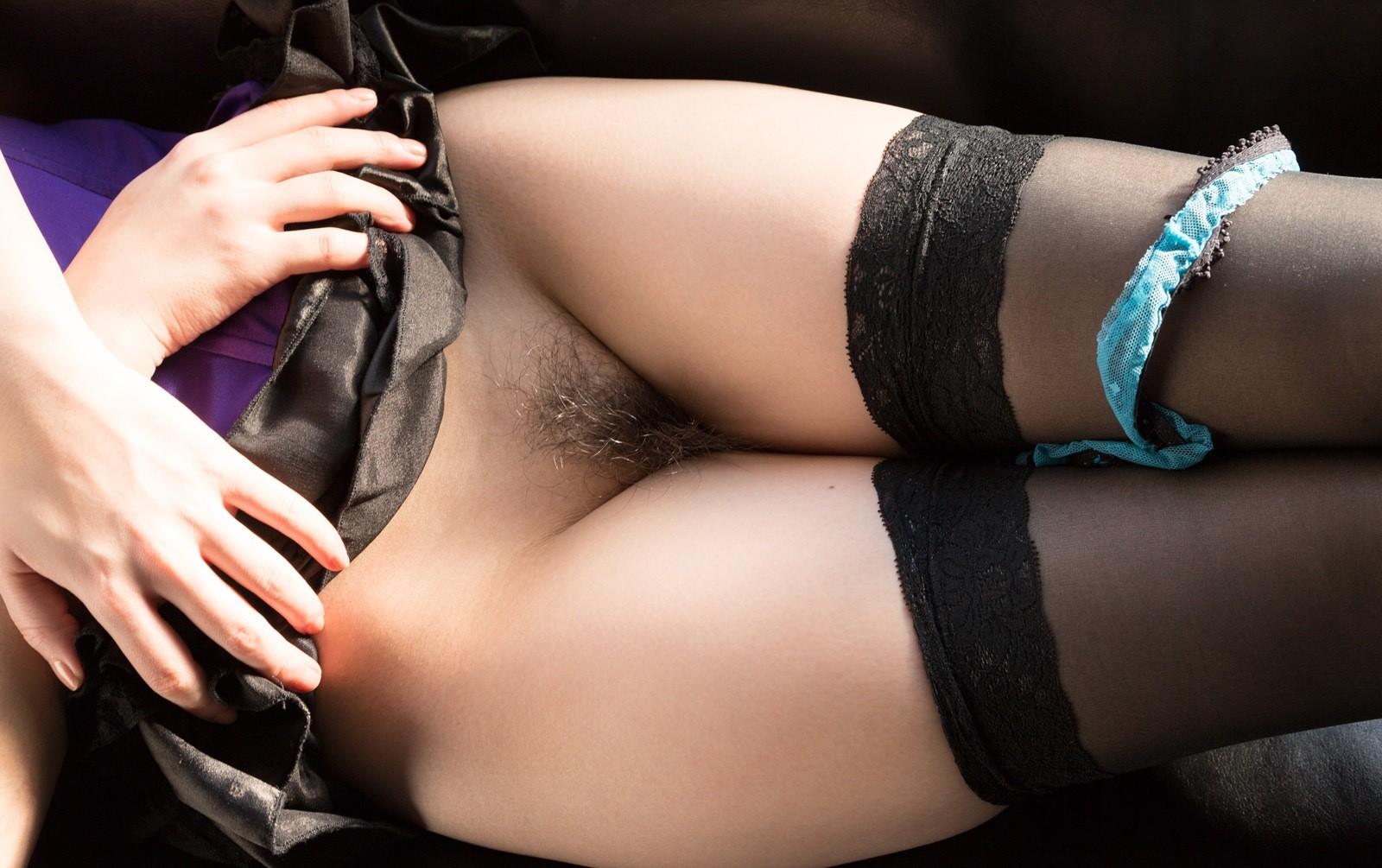 【陰毛エロ画像】日本人にはまだ必要wアソコを守るためのもっさりマン毛www 02