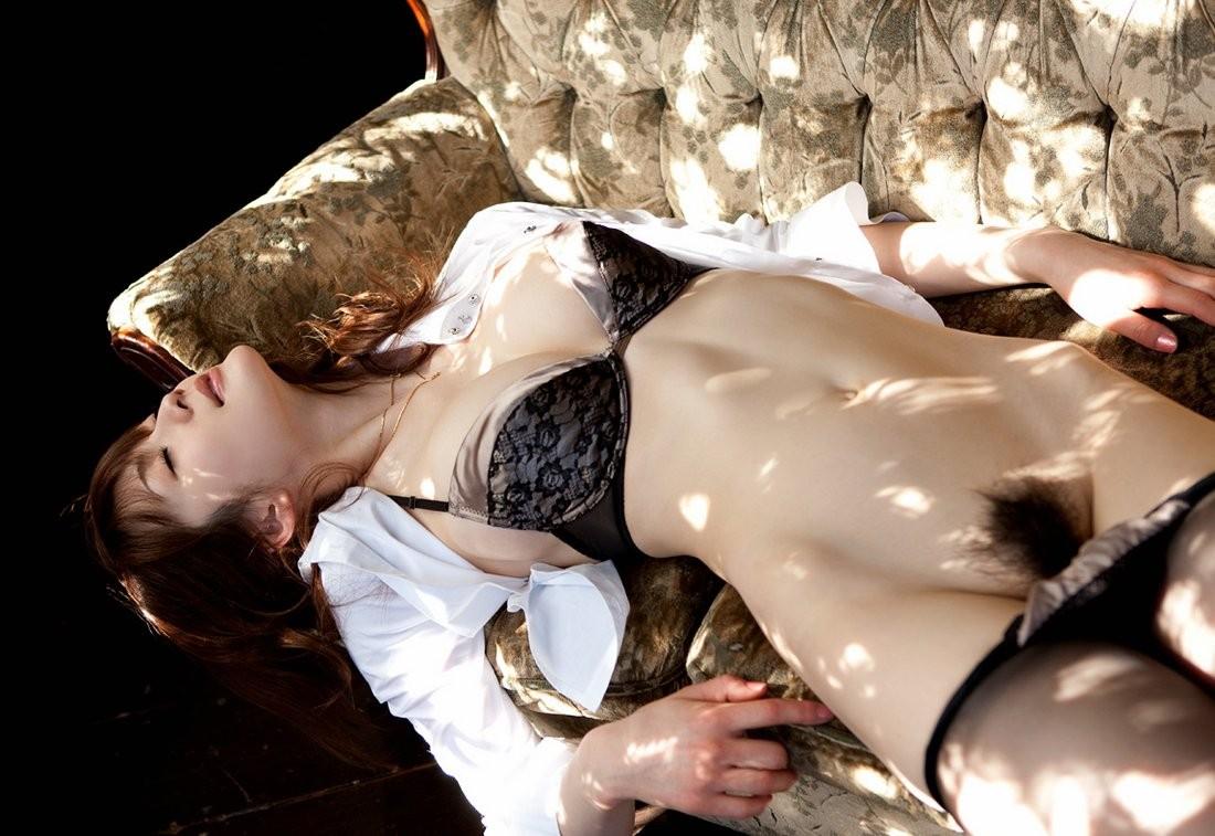 【陰毛エロ画像】日本人にはまだ必要wアソコを守るためのもっさりマン毛www 12
