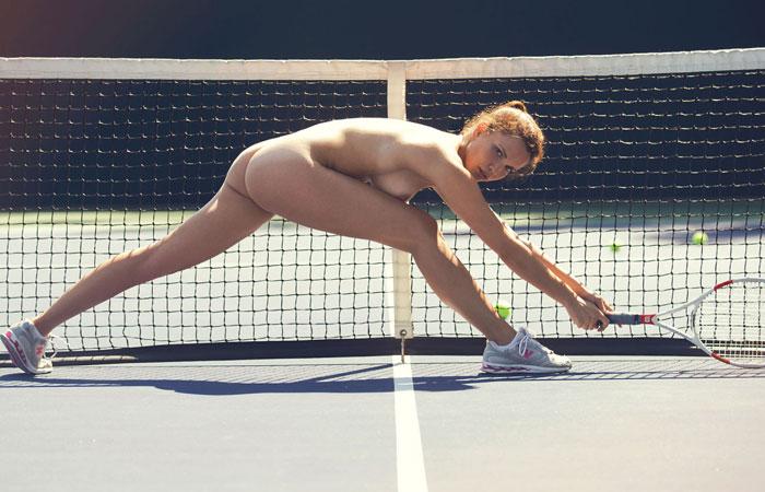 【露出エロ画像】打球の直撃には注意!全裸でスポーツ楽しむヌーディストwww 001