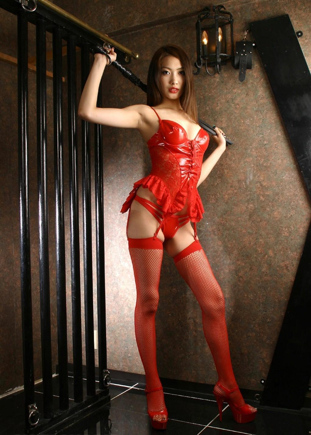 【SMエロ画像】官能的な折檻を期待w貫禄ある女王様と従うM女www 05