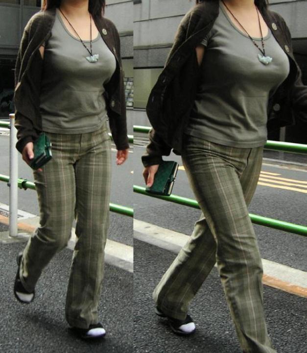 【着胸エロ画像】発汗で透ける展開にも期待w街の注目集める着衣おっぱいwww 06