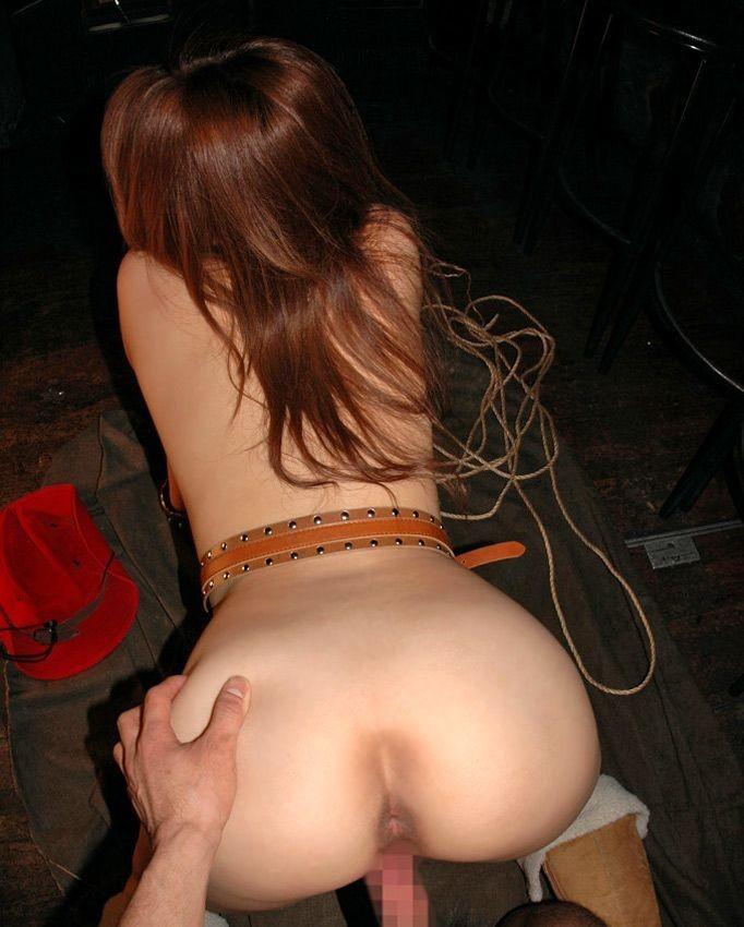 【性交エロ画像】ヒクつくアナルも丸見えwバックで結合中に楽しい尻観察www 04