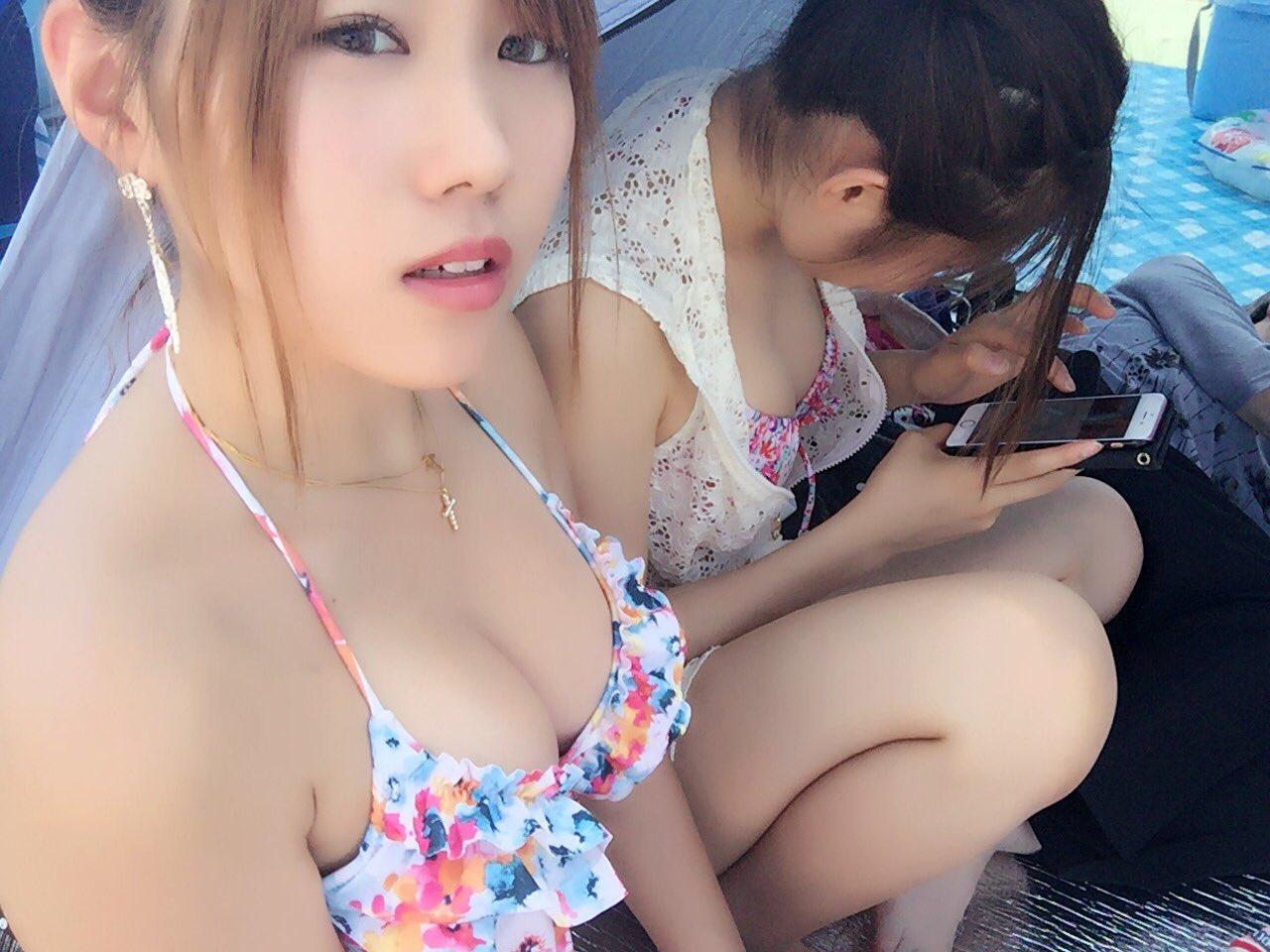 【水着エロ画像】外れる姿も見たいですwビーチ満喫中なビキニギャルの豊かな乳www 06