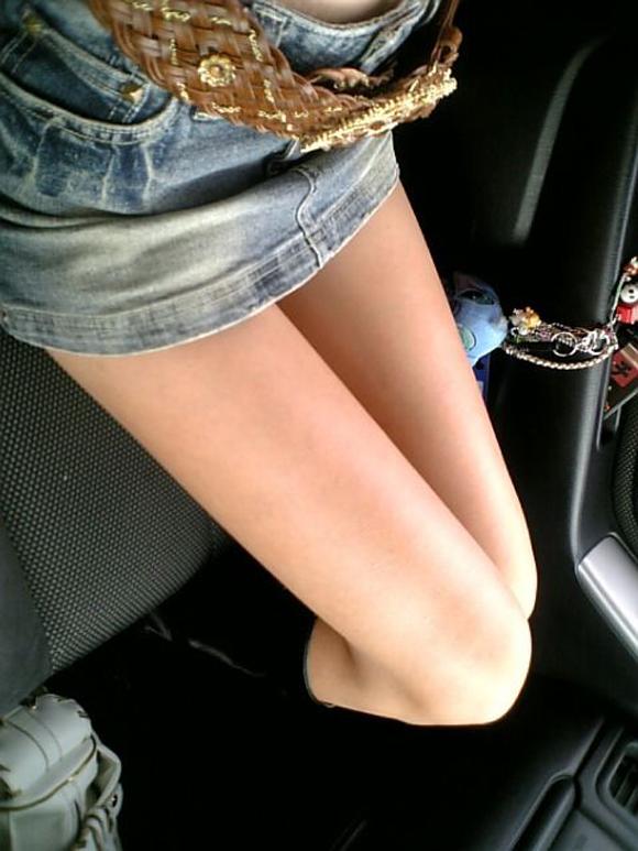 【美脚エロ画像】ミニスカが似合うセクシー美女は下半身もドスケベwww