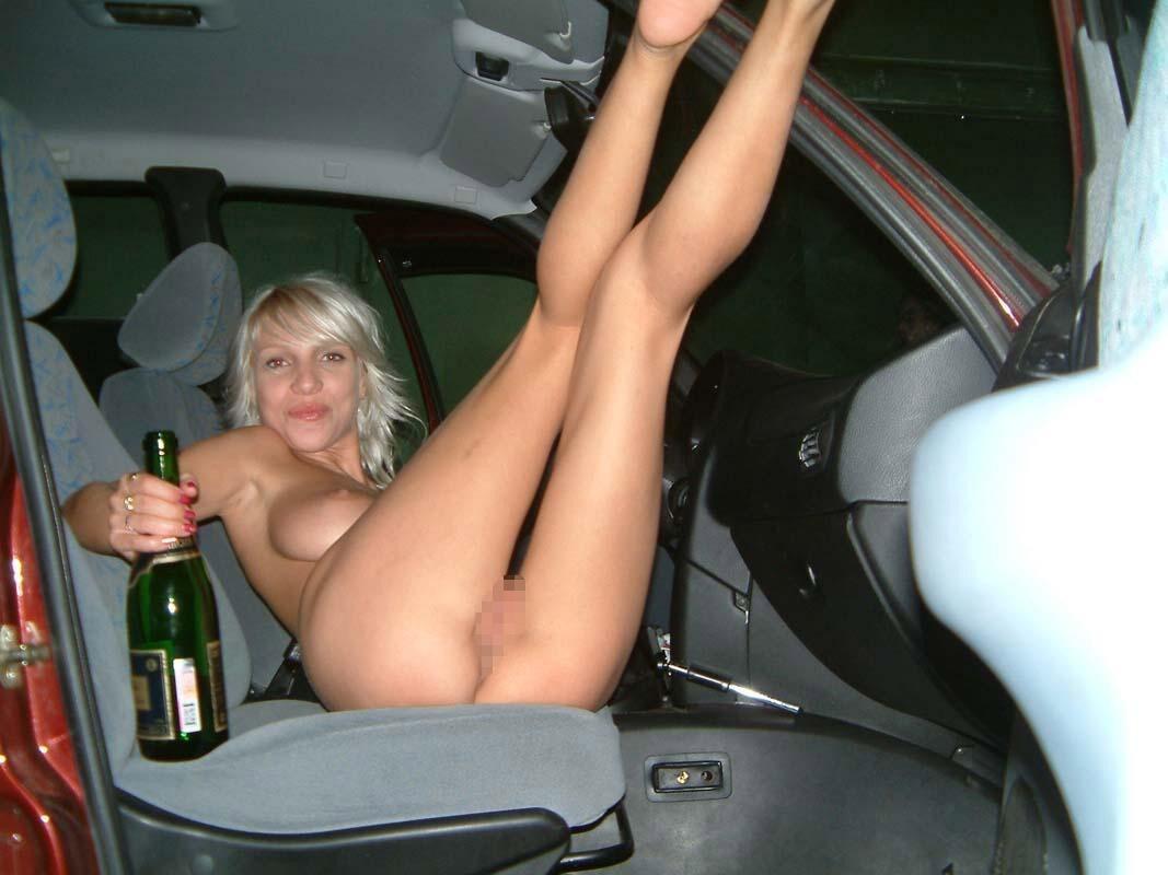 【悪ノリエロ画像】参加したいこの酒盛り!酔うとおっぱい出しちゃうおふざけ外人www 08
