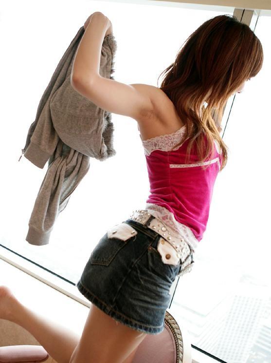 【腋フェチエロ画像】汗ばみ状態なら乳にも目をくれず舐めたい生腋www 01