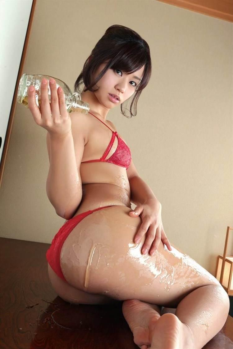 【安枝瞳エロ画像】ヒップ95cmというデカ尻グラビアアイドルがピコ太郎と結婚…このデカ尻を毎晩突かれてるんだぞww