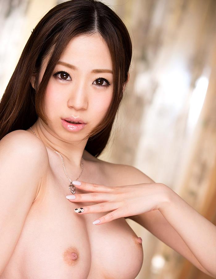 【乳頭エロ画像】真っ黒にするまで付き合いたい!そそる薄ピンクの乳首と乳輪www 04
