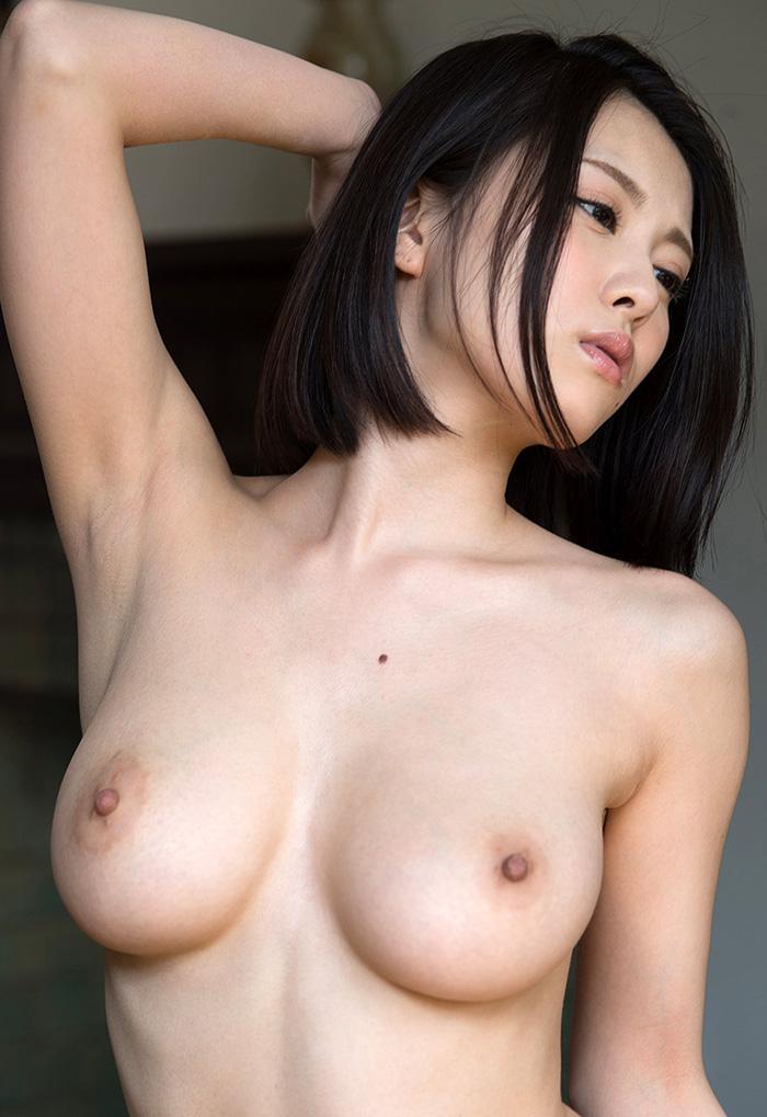【乳頭エロ画像】真っ黒にするまで付き合いたい!そそる薄ピンクの乳首と乳輪www 05