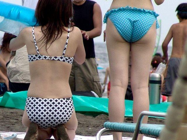 【水着エロ画像】食い込んでもそのままwビーチで尻出すビキニギャルたちwww 07