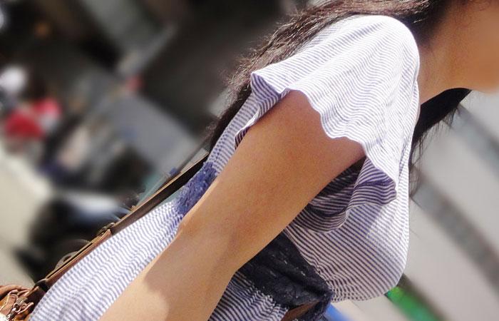 【着胸エロ画像】見逃されない目立つ膨らみw注目浴びがち街の着衣おっぱいwww 001