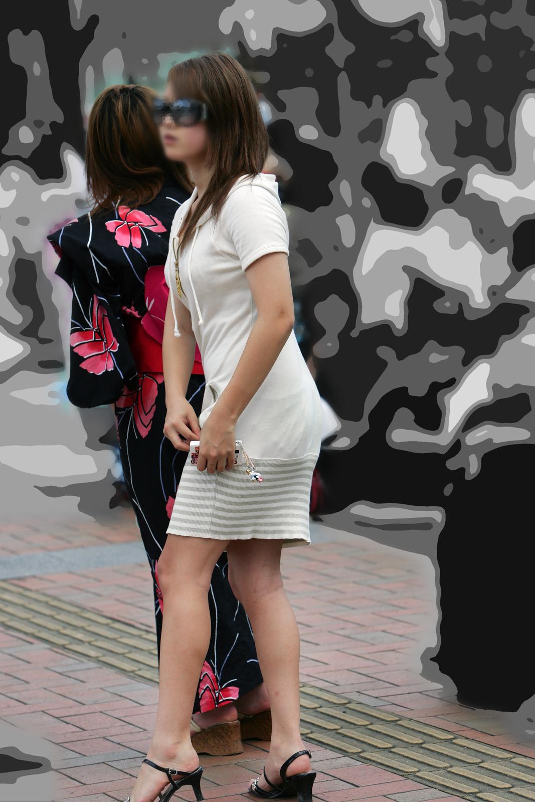 【着胸エロ画像】見逃されない目立つ膨らみw注目浴びがち街の着衣おっぱいwww 09